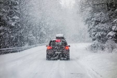 How to drive safely in winter snow?